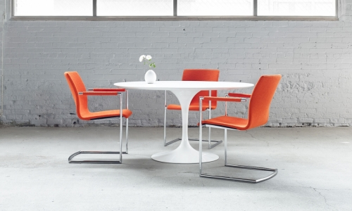 Axis-cantilever-table